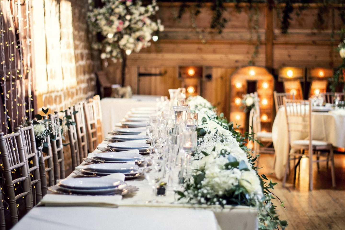 Barn wedding top table with show plates